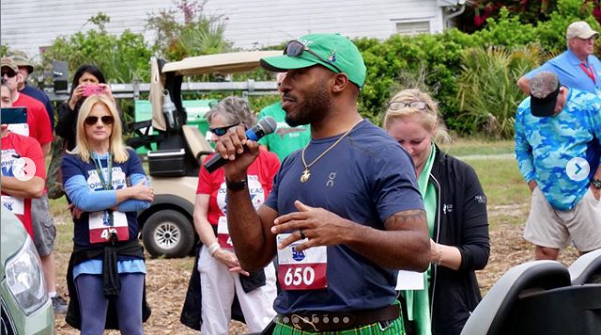 Ronde Barber speaks before the Copperhead 5K