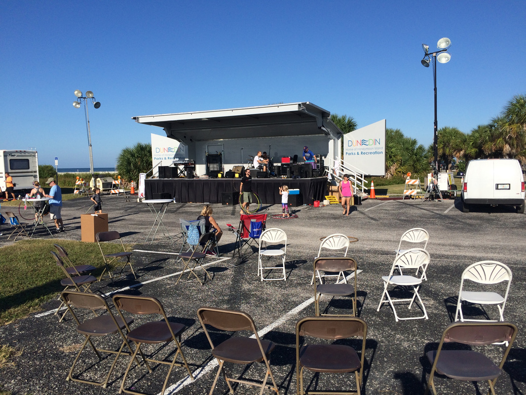 Photo of entertainment stage for Honeymoon Island Half.
