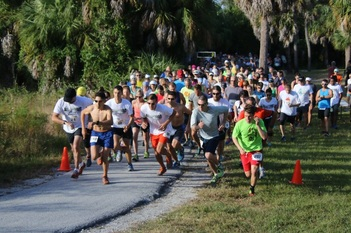 Starting line of the 2016 Weedon Island Trail Race.